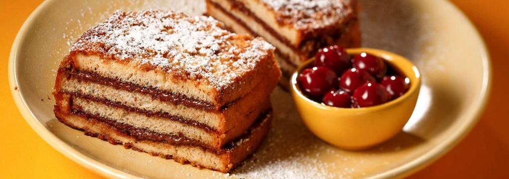עוגת שכבות של לחם מטוגן ונוטלה